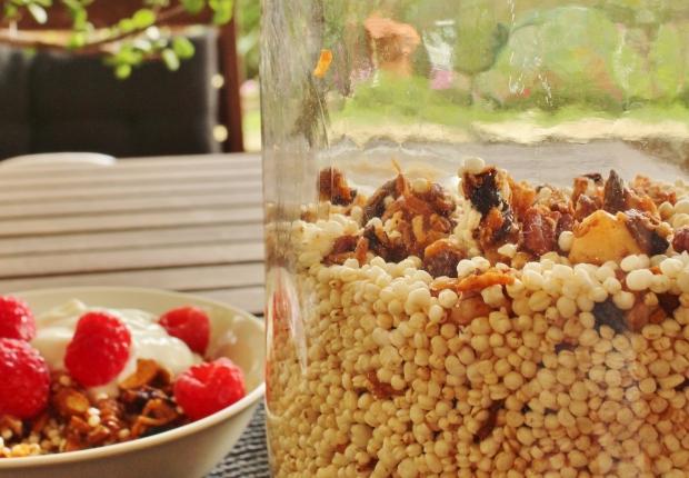 Quinoa puff cereal